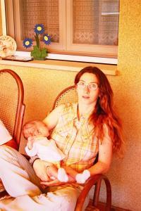Nayhara con un mes, 2002